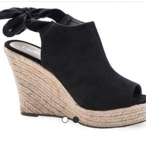 Shoes - ✨PRE ORDER ✨Tie back gorgeous wedges